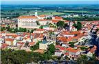 列支敦士登——以邮票和假牙闻名的袖珍小国:列支敦士登公国是欧洲中部的一个内陆小国,夹在瑞士与奥地利两国间。它是一个以阿尔卑斯山美丽风光、世界顶级生活水准而著称的富裕小国。