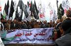 当地时间2017年12月6日,巴勒斯坦人举行示威活动,焚烧特朗普肖像和美国以色列国旗,抗议美国总统特朗普在白宫宣布承认耶路撒冷为以色列首都,并将启动美驻以使馆从特拉维夫迁往耶路撒冷的进程。
