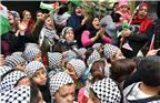 当地时间2017年12月6日,黎巴嫩贝鲁特,巴勒斯坦难民集会抗议特朗普政府欲承认耶路撒冷为以色列首都。