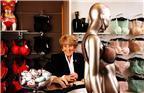 """伦敦精品内衣""""Rigby & Peller""""82岁的君‧肯顿(June Kenton)在新书""""D罩杯里的风暴""""(Storm in a D-Cup)里,详尽描述女王伊丽莎白、已故王妃戴安娜以及玛格丽特公主等人的上围秘辛。"""