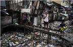 当地时间2018年1月17日,菲律宾马尼拉,居民区漂满垃圾的河沟。