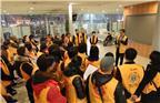 在每天的服务旅客前,郭春迎队长都会召集大家培训,要求志愿者了解掌握上海南站春运志愿者服务指南,认真为旅客着想,热心为旅客服务,让旅客高高兴兴回家过年。