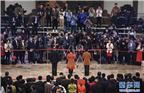 """3月20日,十三届全国人大一次会议在北京人民大会堂举行闭幕会。这是记者在""""代表通道""""采访。 新华社记者 王建华 摄"""