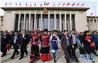 3月20日,第十三届全国人民代表大会第一次会议在北京人民大会堂举行闭幕会。这是闭幕会后,代表走出人民大会堂。新华社记者 杨宗友 摄