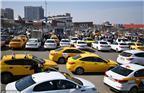当地时间2018年4月10日,俄罗斯莫斯科,俄罗斯出租车司机参加抵制网约车 Yandex.Taxi的活动。