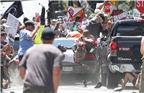 美国弗吉尼亚州夏洛茨维尔《每日进步》(The Daily Progress)的Ryan Kelly获得2018普利策突发新闻摄影奖。在弗吉尼亚州夏洛茨维尔的一场种族抗议活动中,摄影师的反应与专注,使得他捕捉到了一个令人悚然的画面:汽车冲入人群的瞬间。图为Ryan Kelly2017年8月12日拍摄的画面,美国夏洛茨维尔市中心的购物中心,一辆汽车冲进抗议人群。