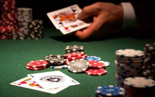 2015年第4季度澳门赌场收入终于在环比上开始增长,而税息前盈利