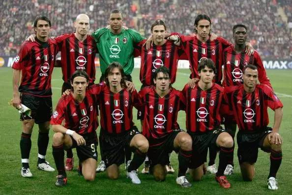 ac米蘭的豪華陣容,至今仍然是很多米蘭球迷不能忘懷的經典圖片