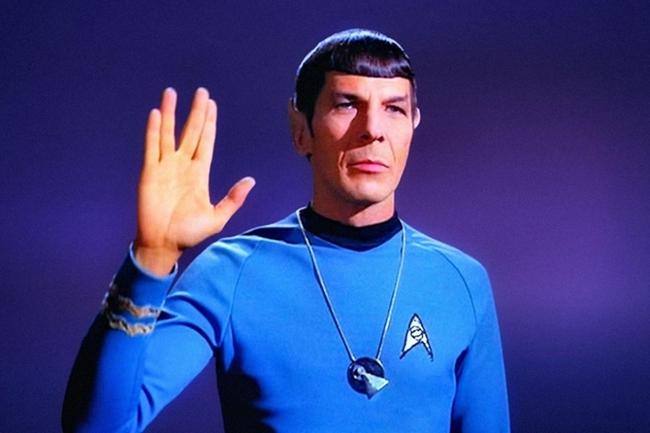 接触到《星际迷航》,超人气偶像谢尔顿在剧中多次模仿史波克,经常比划图片