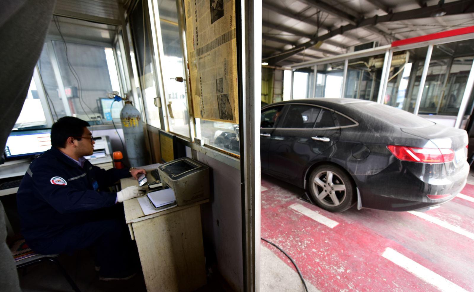 长期以来汽车排放检测市场十分混乱,检测数据造假严重.