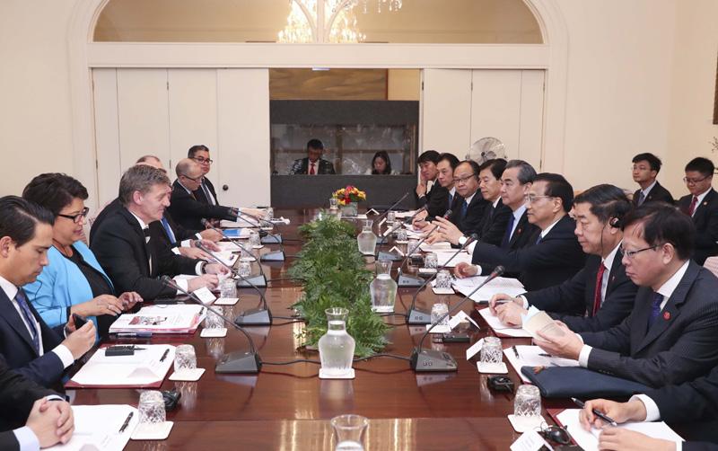 3月27日上午,李克強總理在惠靈頓總理府與新西蘭總理英格利希舉行會談。