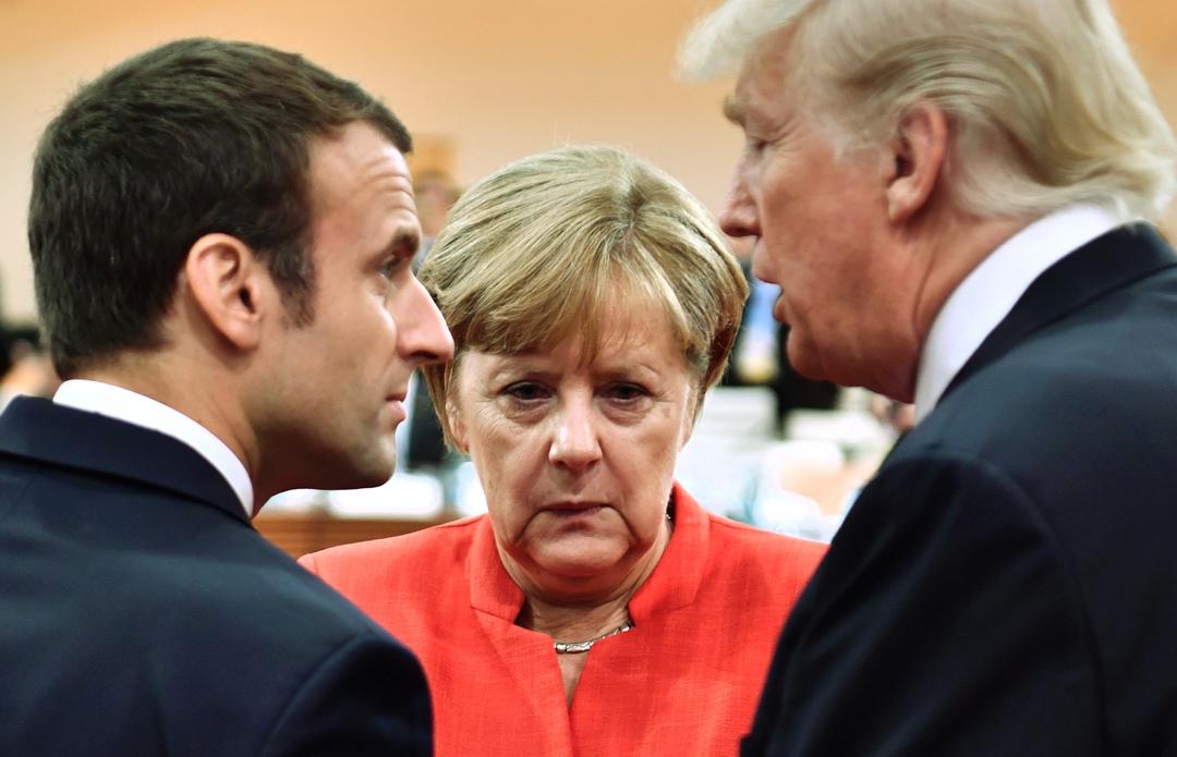 此前法国总统马克龙(左)、德国总理默克尔与美国总统特朗普在德国汉堡的G20峰会上会面