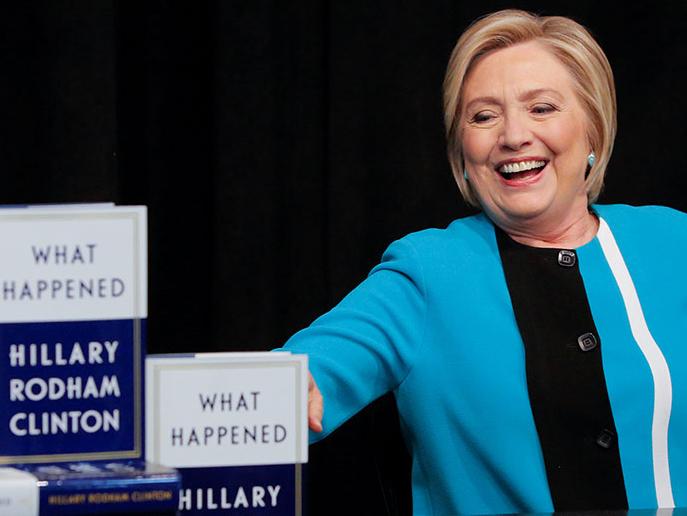 希拉里和她的新书《What Happened》 图片来源网络