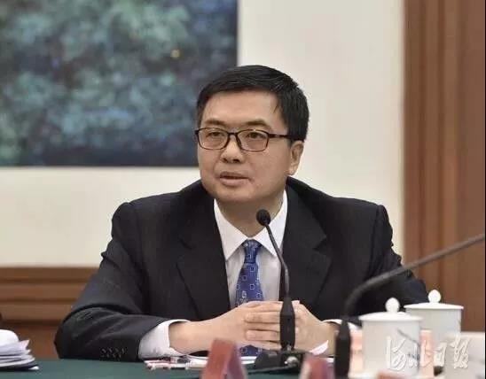 省委常委、副省长,雄安新区党工委书记、管委会主任陈刚代表回答记者提问。