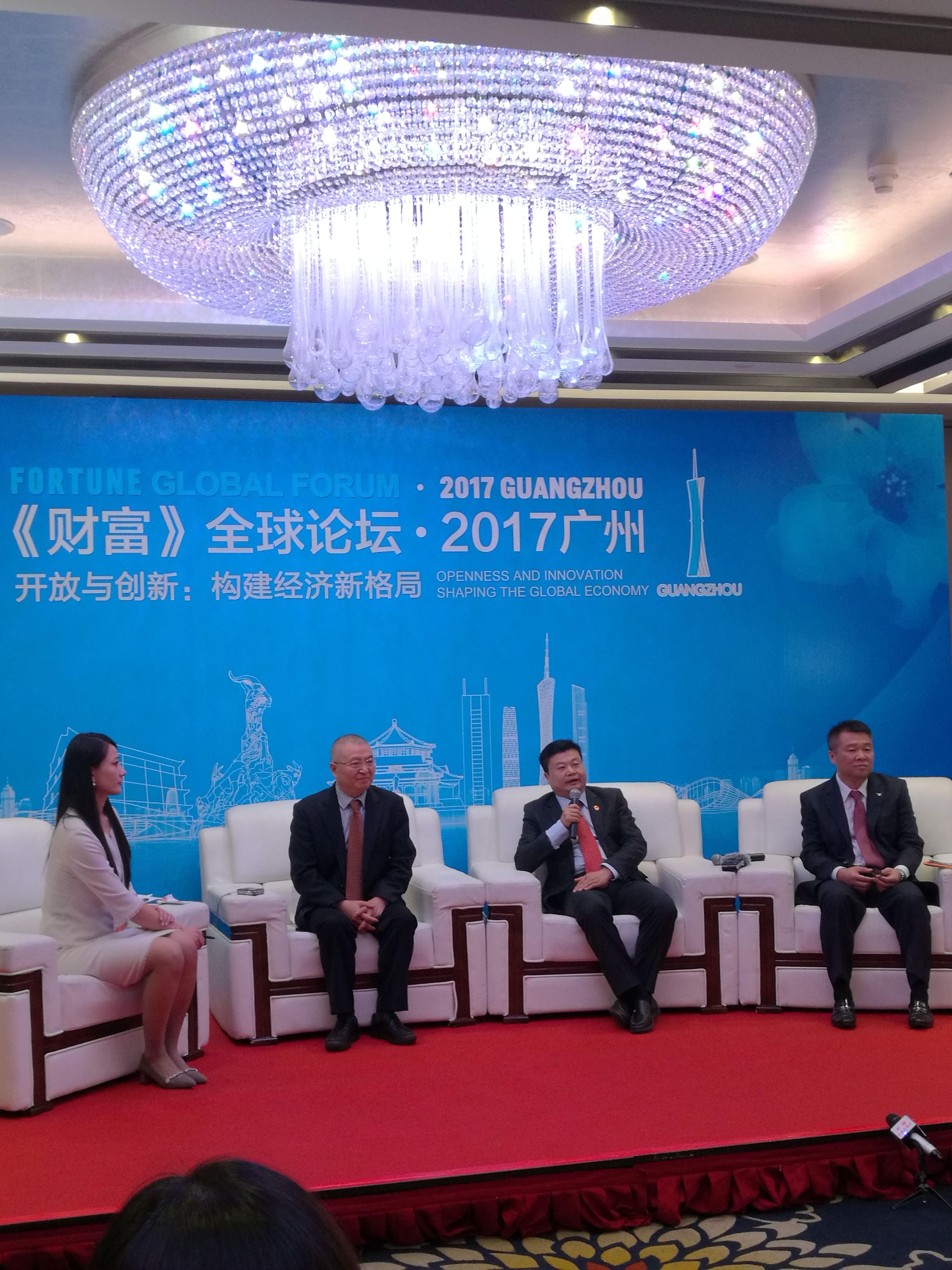广药集团董事长李楚源(从左往右,第三位)