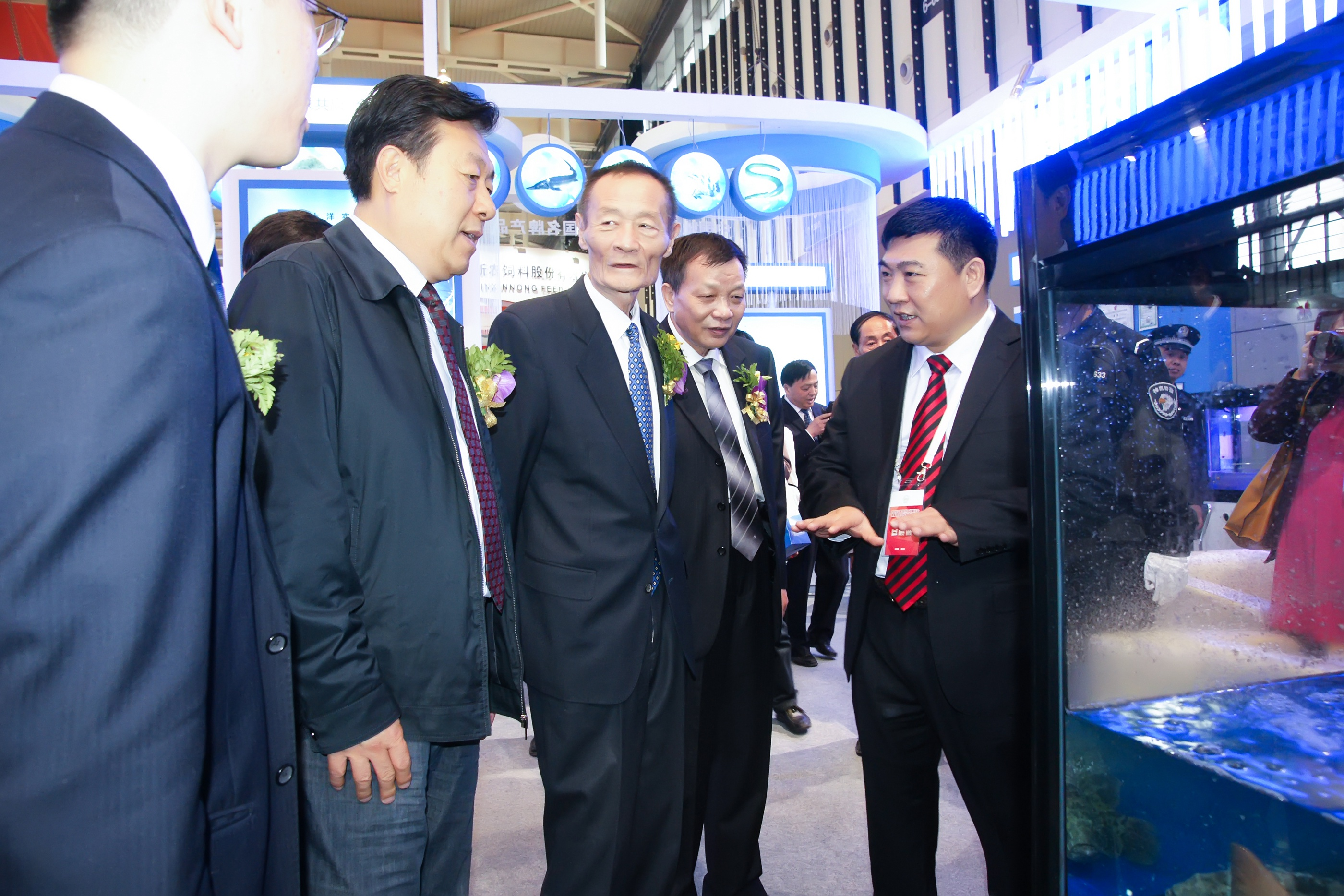 农业部副部长于康震,原副部长、中国饲料协会会长高鸿宾亲临天马科技指导工作