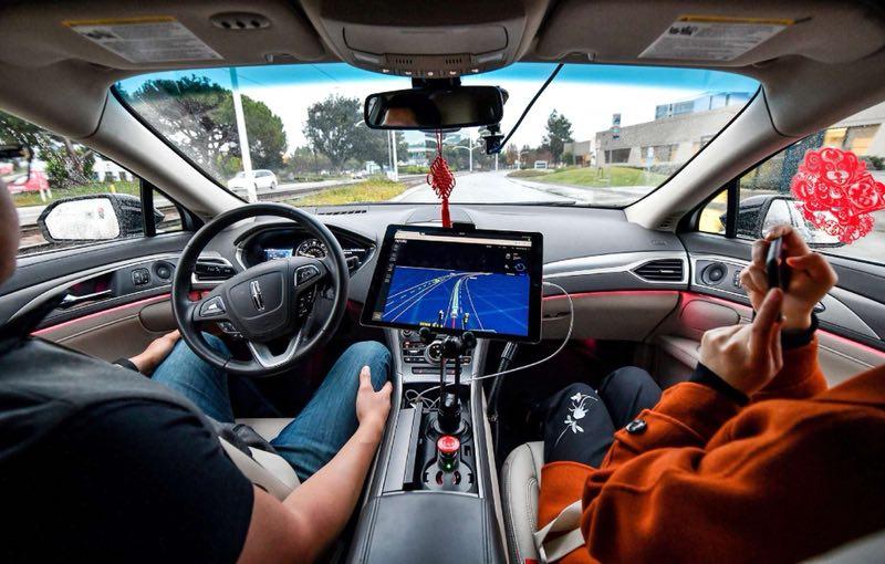 无人车内屏幕上显示实时路况