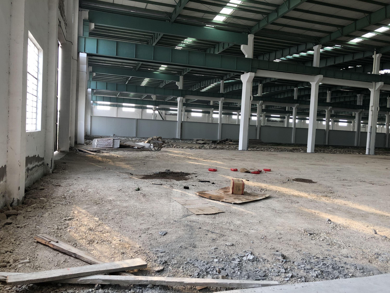第一财经记者2月2日摄于金盾集团2000多亩工业园区内尚未运营的一座厂房内