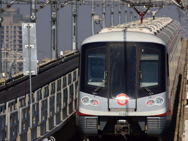 人口流动趋势:高铁引人入大都市,地铁带人去郊区
