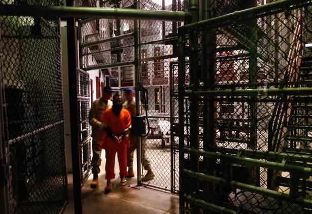 2009年,关塔那摩监狱内的在押人员