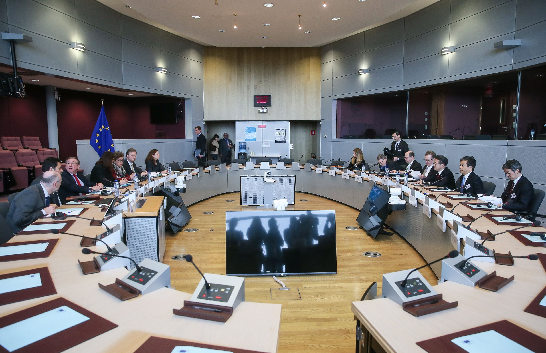 当地时间2018年3月10日,比利时布鲁塞尔,美欧日三方贸易官员商讨特朗普加征钢铝产品关税问题。