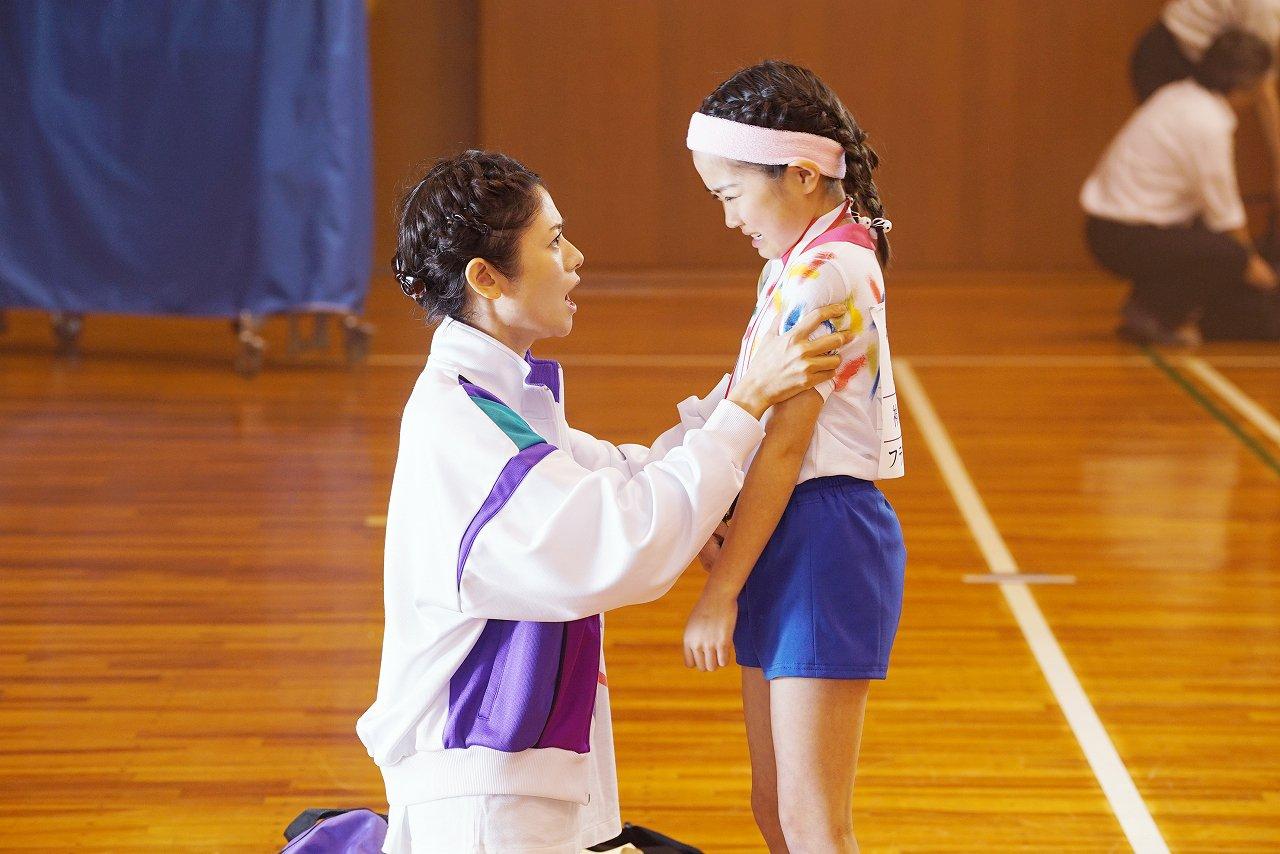 《恋爱回旋》并非一部纯正的体育影片,它更想描绘的是热爱乒乓球而走在一起的普通人的欢乐与伤悲