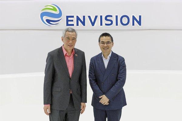 新加坡總理李顯龍(左)和遠景集團CEO張雷(右)