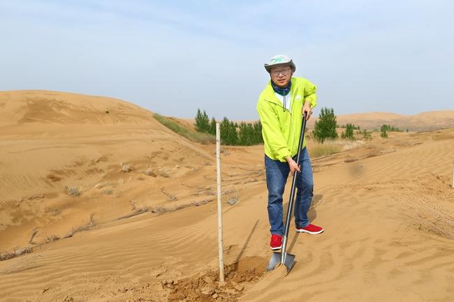 金虎杰在未来林任职七年,每年有一半时间在沙漠里工作。 新秀丽/供图