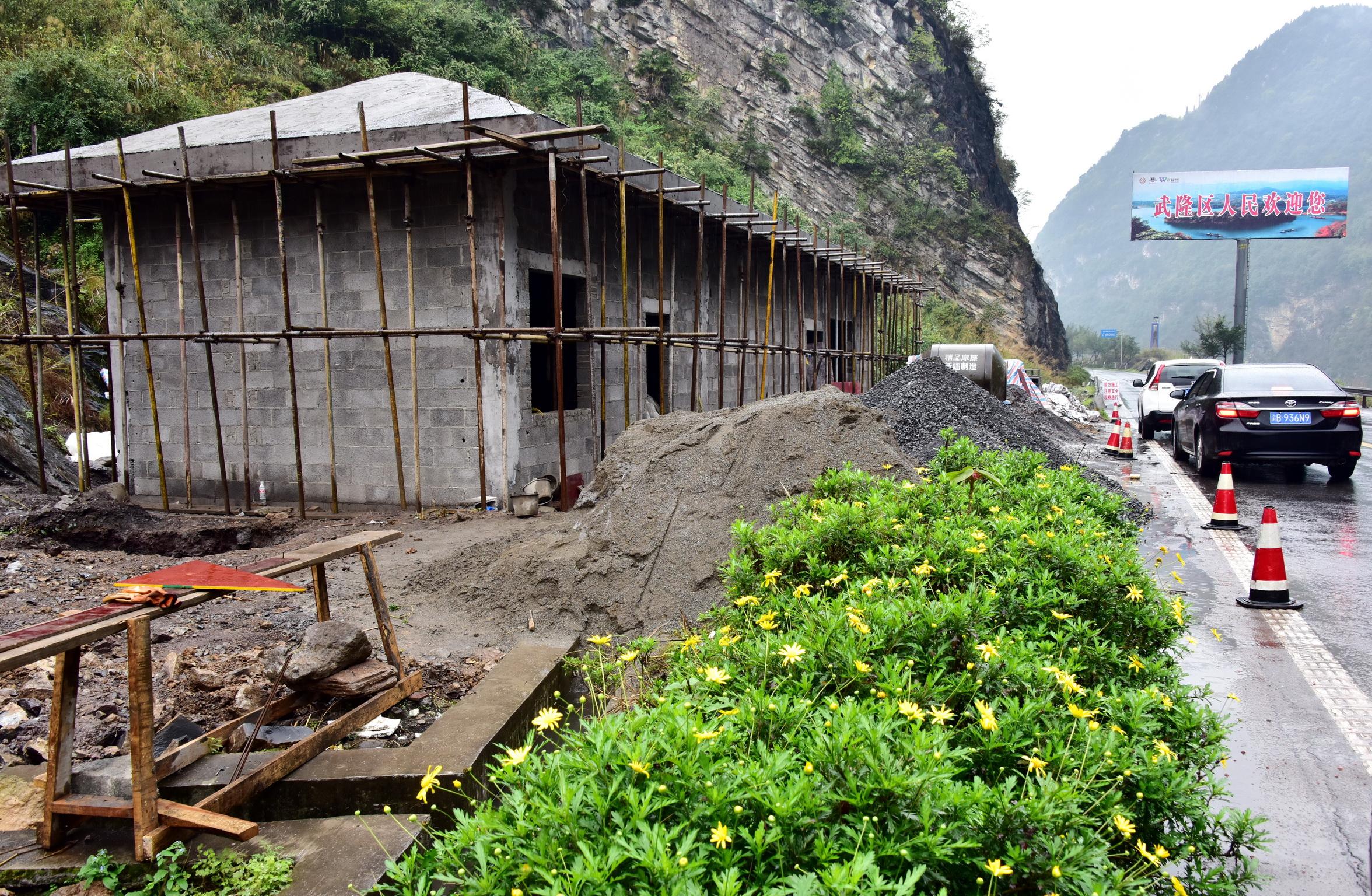 3月28日,重慶市武隆區鑼鷹地表水國控考核斷面水質自動站主體建築已基本完工。攝影/章軻