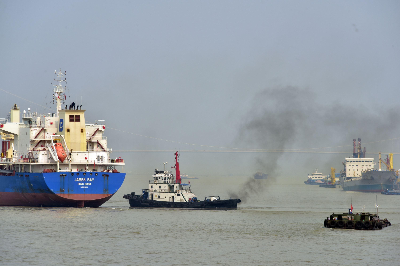 船舶港口排放已成為大氣汙染的重要來源之一。攝影/章軻
