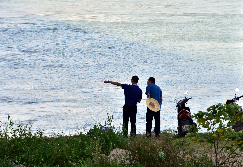 5月25日,全國集中式飲用水水源地環境保護專項行動第210督查組在廣東省佛山市檢查。攝影/章軻