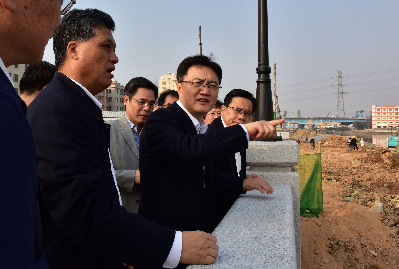2016年12月11日,中央第四環保督察組廣東下沈督察,了解河道整治情況。攝影/章軻