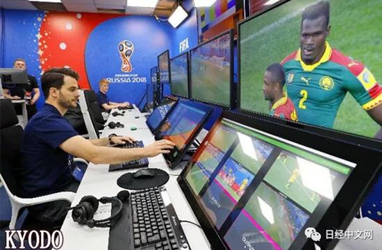 俄罗斯世界杯首次引入VAR技术。图为VAR试听室。(来源:KYODO)