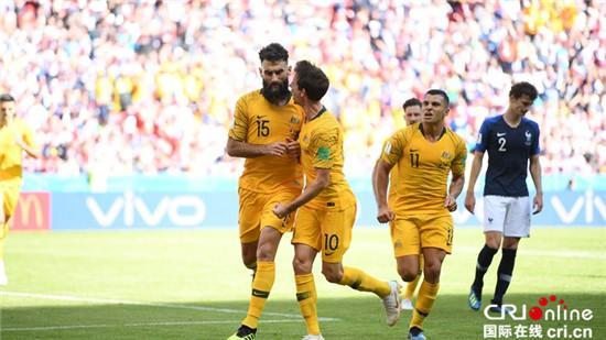 法国澳大利亚之战,是世界杯历史上第一次由VAR技术介入人类裁判的裁决。
