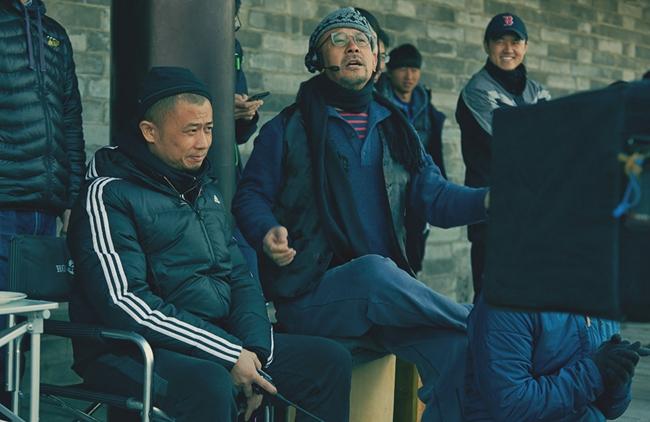 姜文在《邪不压正》片场拍摄中
