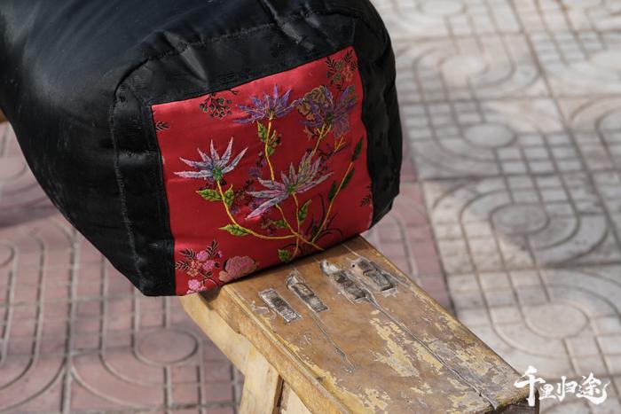 """马箫箫家中的""""菜瓜枕头""""已有百年历史。 摄影/戴茜"""