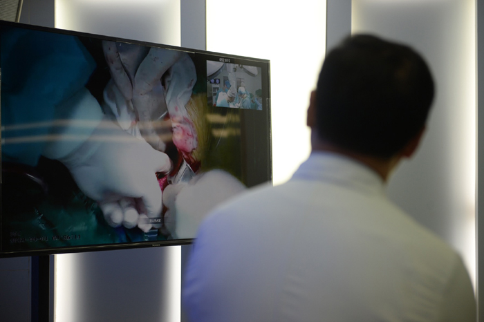 5G时代将使医院变成数据中心,医生转型为医疗数据专家,而这仅仅是5G改变医疗行业的冰山一角。 东方IC图