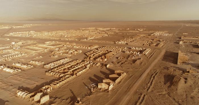 冷湖镇曾在上世纪五十年代因为发现了石油而盛极一时,如今面临规模缩减、衰落或城市功能转型等一系列问题