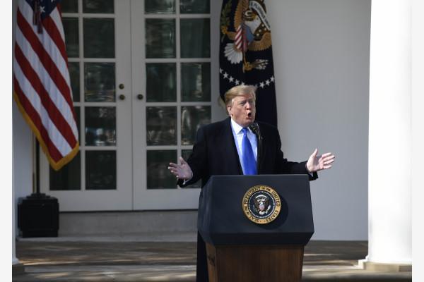 """2月15日,为了筹措造墙费用,美国总统特朗普宣布美国南部边境出现""""国家紧急状态""""。新华社资料图"""