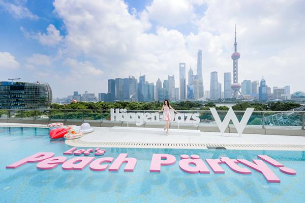 2018年哈根达斯和迪丽热巴在上海WHotel共同举办的蜜桃派对