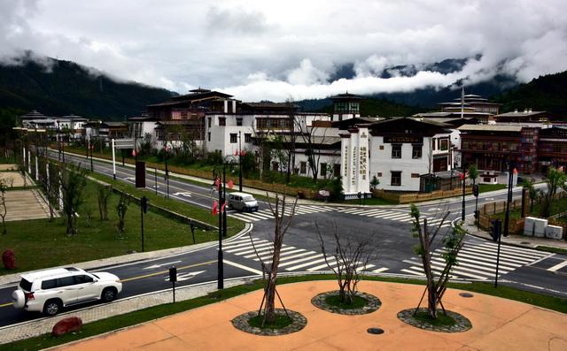 西藏自治区林芝市特色小镇鲁朗景区。摄影/章轲
