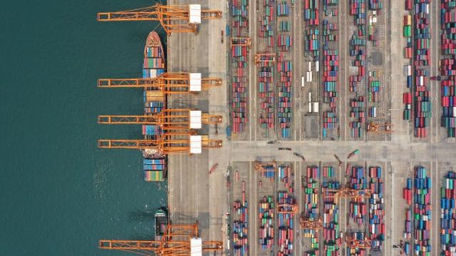 随着陆海新通道的建立,西部变身开放前沿。图为广西钦州港
