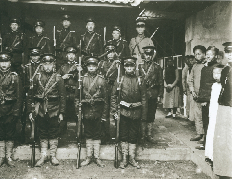 成都的警察(那爱德摄于1911 年)