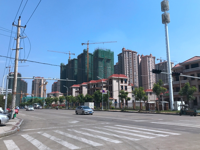 市区中心永福路放眼望去均是楼盘 吴俊捷摄