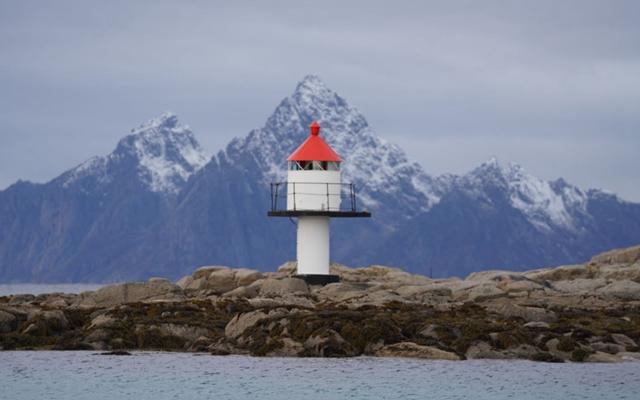 挪威罗弗敦地区斯沃尔韦尔海岸。摄影/陈成效
