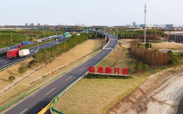 10月24日无人机拍摄的中国(上海)自由贸易试验区临港新片区一角。新华社