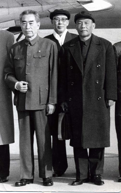1971年11月9日离京参加第26次联大前在北京机场与周恩来总理