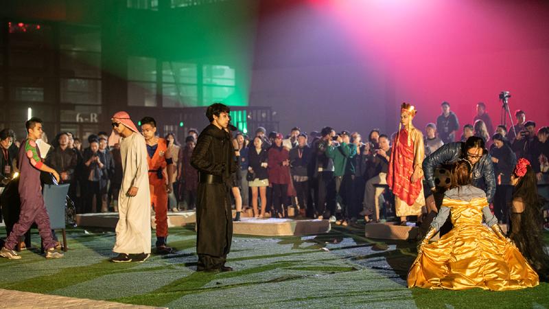 《从清晨到午夜》下半场,观众被邀请成为演出的一部分