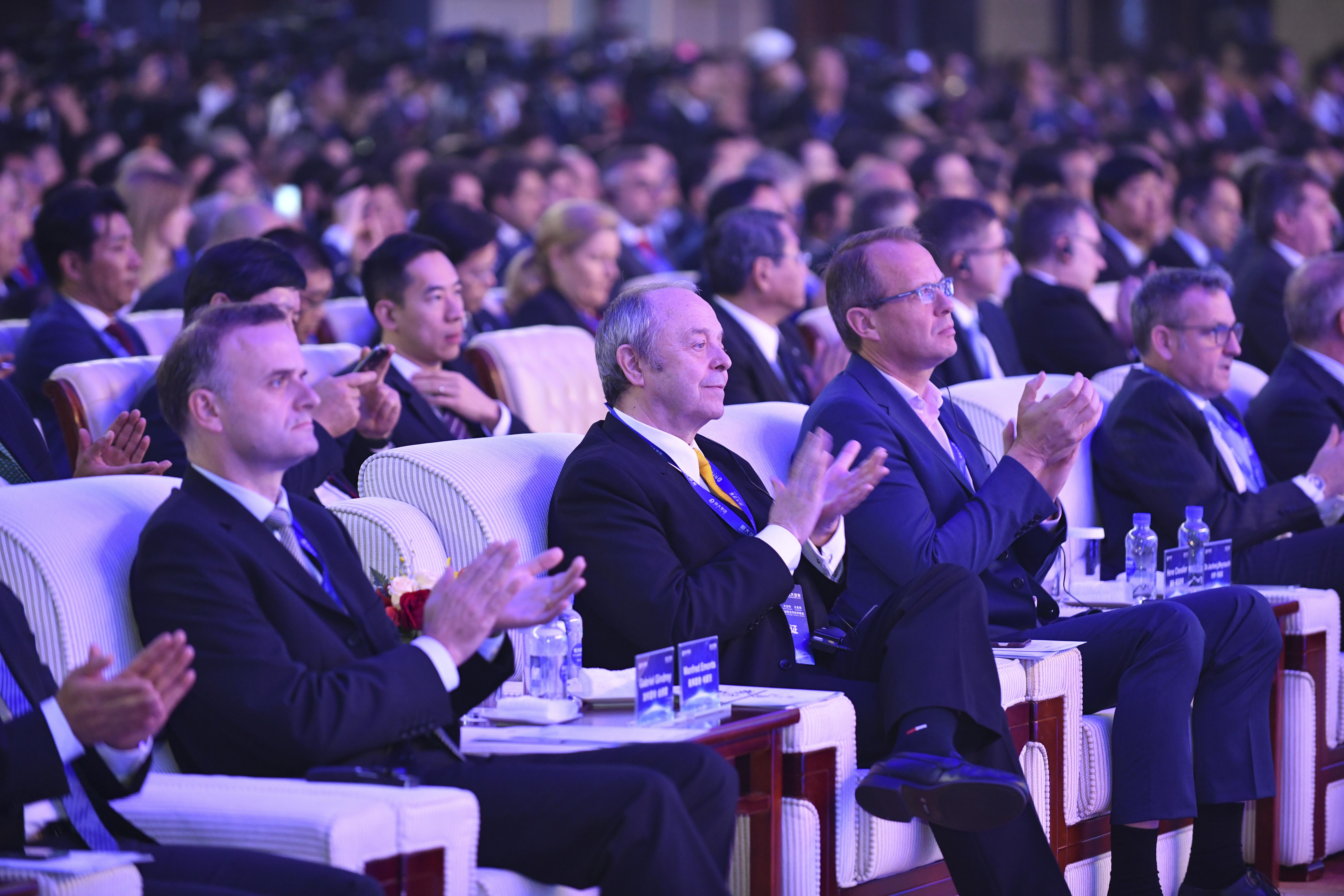 206家全球汽车产业各领域龙头企业CEO及高管出席峰会