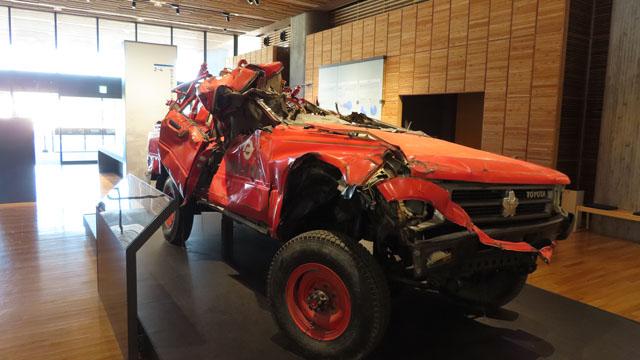 海啸中被损坏的消防车